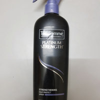 TRESemmé Platinum Strength Strengthening Heat Protect Spray uploaded by Záarah k.
