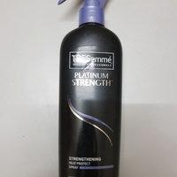 TRESemmé Platinum Strength Strengthening Heat Protect Spray uploaded by Záarah k.