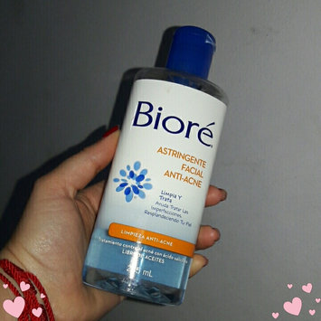 Photo of Bioré Charcoal Acne Clearing Cleanser uploaded by Isabelle G.