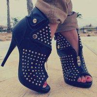 heels.com uploaded by mero B.