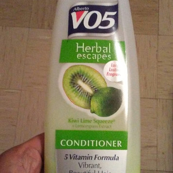 Photo of Alberto VO5 Herbal Escapes Clarifying Conditioner Kiwi Lime Squeeze uploaded by D'sherlna R.