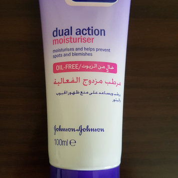 Photo of Clean & Clear® Essentials Dual Action Moisturizer uploaded by Fazila K.