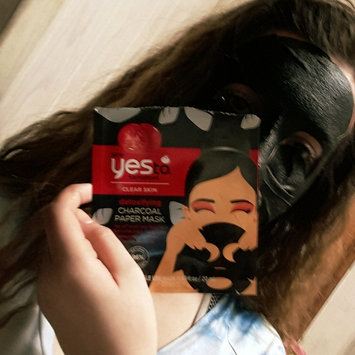 Photo of Yes To Tomatoes Detoxifying Charcoal Paper Mask uploaded by Brooklyn💯