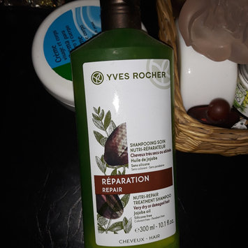 Photo of Yves Rocher - Smoothing Treatment Shampoo Anti-Frizzy Hair 300ml uploaded by Hanane d.