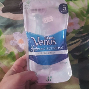 Photo of Gillette Venus Embrace Sensitive™ Disposable Razor uploaded by natalia n.
