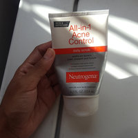 Neutrogena® All-in-1 Acne Control Daily Scrub uploaded by Alma H.