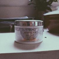 L'Oréal Paris RevitaLift® Bright Reveal Brightening Daily Peel Pads uploaded by June B.