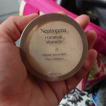 Photo of Neutrogena® Mineral Sheers Loose Powder Foundation uploaded by Lidia Z.