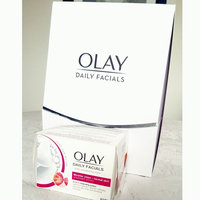 OLAY Daily Facial Hydrating Cleansing Cloths W Grapeseed Extract Makeup Remover uploaded by L A U R E N ♡ W.