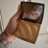 Anastasia Beverly Hills Amrezy Highlighter light brilliant gold uploaded by Robyn R.