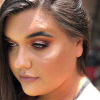 Anastasia Beverly Hills Amrezy Highlighter light brilliant gold uploaded by Kelsey W.