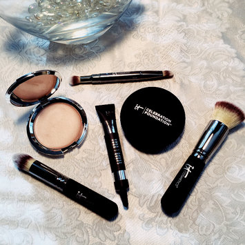 It Cosmetics Heavenly Luxe Buffing Airbrush Foundation Brush uploaded by Andrea Q.