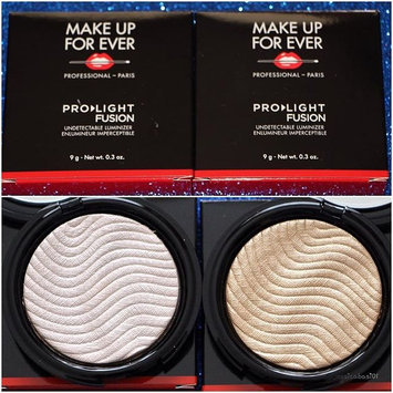 MAKE UP FOR EVER Pro Light Fusion Highlighter 2 Golden uploaded by Jessica B.