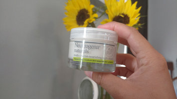 Neutrogena Naturals Nourishing Night Cream 1.7 oz (48 g) uploaded by Danielle E.