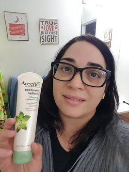 Aveeno Positively Radiant 60 Second In-Shower Facial Cleanser uploaded by TheNayli22 R.