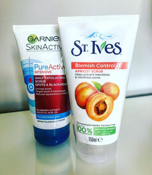 Photo of St. Ives Blemish Control Apricot Scrub uploaded by Amiirah N.