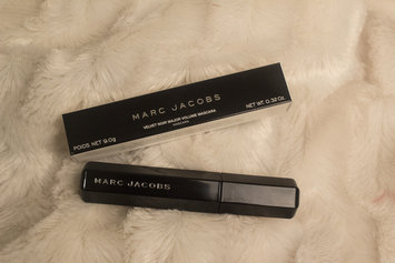 Photo of Marc Jacobs Beauty Velvet Noir Major Volume Mascara uploaded by Curly hair discoveries C.