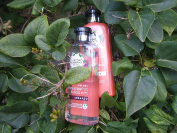 Herbal Essences bio:renew Naked Volume White Grapefruit & Mosa Mint Conditioner uploaded by Marilyn B.