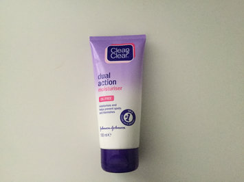 Photo of Clean & Clear® Essentials Dual Action Moisturizer uploaded by sophie x.