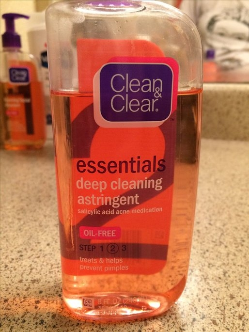 Clean & Clear Essentials Deep Cleaning Astringent uploaded by Natalia B.
