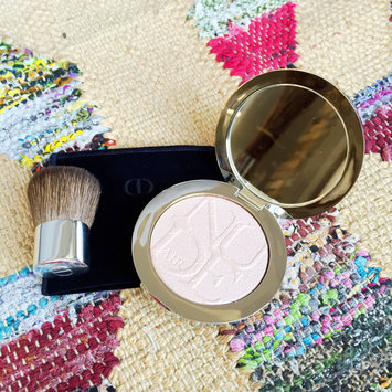 Photo of Dior Diorskin Nude Air Luminizer Powder Shimmering Sculpting Powder uploaded by Alexandra F.