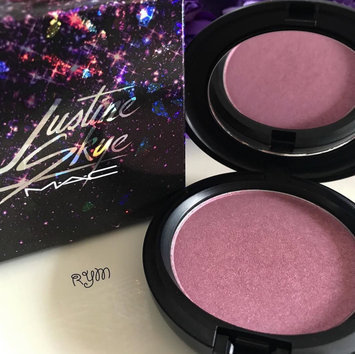 Photo of M.A.C Cosmetic Justine Skye Iridescent Powder uploaded by Roz A.