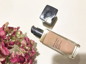 Photo of Estée Lauder Perfectionist Youth-Infusing Serum Makeup SPF 25 uploaded by E K T.