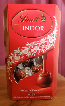 Lindt Lindor Milk Chocolate Truffles uploaded by Saouli A.