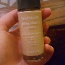Photo of Neutrogena® Shine Control Liquid Makeup SPF 20 uploaded by Brielle J.