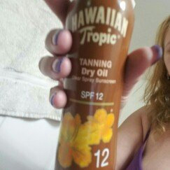 Photo of Hawaiian Tropic Dry Oil Clear Spray Sunscreen uploaded by julie n.