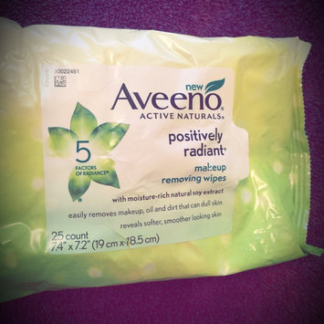 Photo of Aveeno® Active Naturals Positively Radiant Makeup Removing Wipes uploaded by Jennifer L.