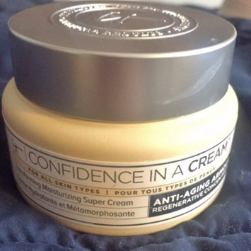 It Cosmetics Confidence in a Cream Transforming Moisturizing Super Cream uploaded by Nicole H.