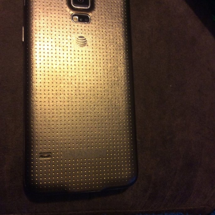 Sprint Samsung Galaxy S5 with New 2-year Contract - Gold uploaded by Rebekka H.