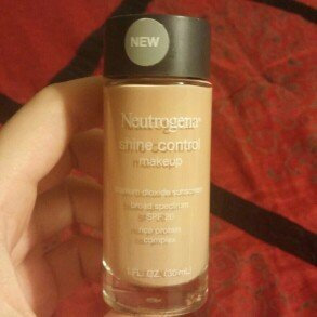 Photo of Neutrogena® Shine Control Liquid Makeup SPF 20 uploaded by Simone B.