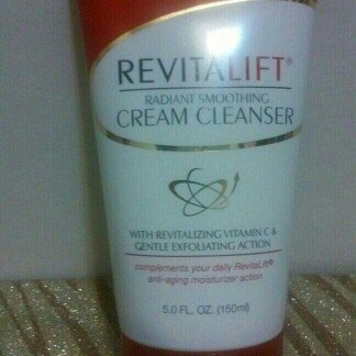 L'Oréal Advanced RevitaLift Radiant Smoothing Cream Cleanser uploaded by Ariday N.