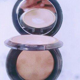 Photo of Estée Lauder Double Wear Stay-in-Place Powder Makeup uploaded by Javi R.