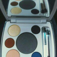 em michelle phan Shade Play Artistic Eye Color Palette [Shanghai Lavenders] uploaded by Carole M.