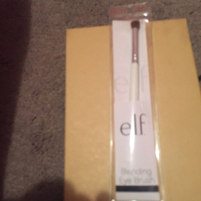e.l.f. professional Blending Eye Brush