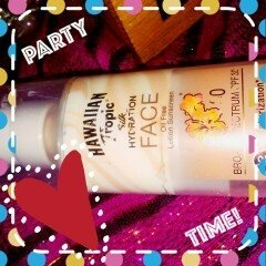 Hawaiian Tropic Silk Hydration Sunscreen Face Lotion with SPF 30 - 1. uploaded by julisa M.