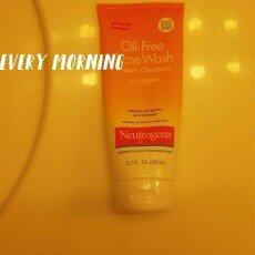 Neutrogena Oil-Free Cream Cleanser Salicylic Acid Acne Treatment uploaded by Heather R.