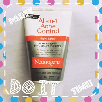 Neutrogena All-in-1 Acne Control Daily Scrub uploaded by Ana R.