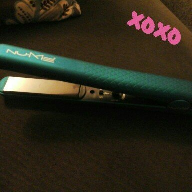 NuMe Silhouette 100% Ceramic Flat Iron uploaded by Kelsey B.