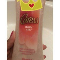 Caress® Endless Kiss™ Creamy Vanilla & Sandalwood Body Wash uploaded by Fabiola D.
