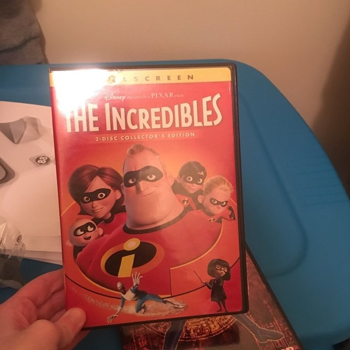 Incredibles [Full Screen] [2 Discs] (used) uploaded by Teran F.