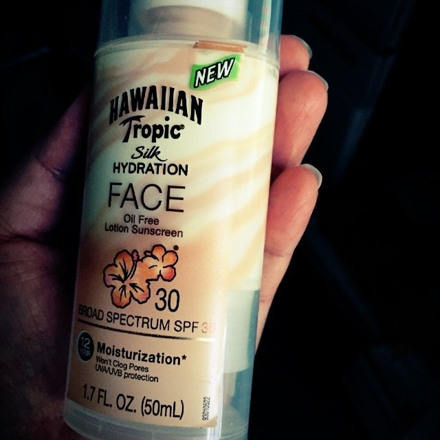 Hawaiian Tropic Silk Hydration Sunscreen Face Lotion with SPF 30 - 1. uploaded by Diana B.