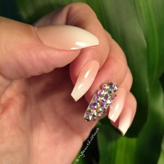 Static Nails All In One Pop-On Manicure Kit: Mademoiselle Mademoiselle uploaded by My Beautiful Flaws ..