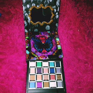 Photo of Urban Decay Alice Through The Looking Glass Eyeshadow Palette 20 x 0.04 oz uploaded by Autumn F.