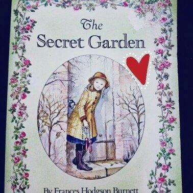 The Secret Garden (Deluxe) (Hardcover) uploaded by Alyssa R.
