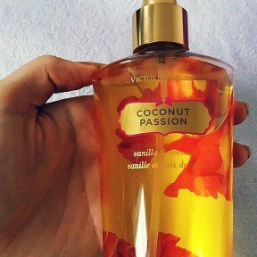 Photo of Victoria's Secret Amber Romance Body Mist uploaded by Bui H.