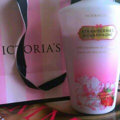 Photo of Victoria's Secret Strawberries And Champagne Body Lotion uploaded by claudia s.